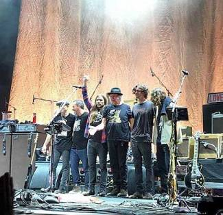 Neil Young + Promise Of The Real - Nog lang geen oude man